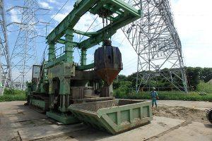 高圧電線下の基礎工事